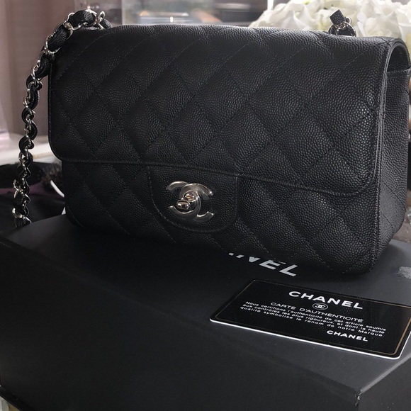 🔻SOLD 🔻Chanel mini flap black caviar 18C a34311c198a82